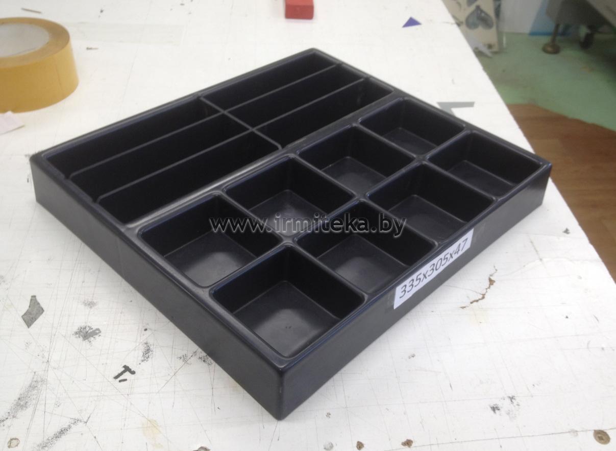 Пластиковый ящик с отделениями